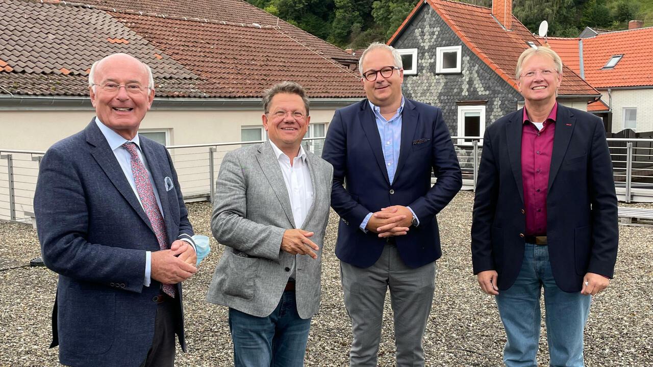 Ägidius Kröger, Dr. Andreas Philippi, Carsten Kröger und Dr. Thomas Gans auf der Dachterasse des Modehauses