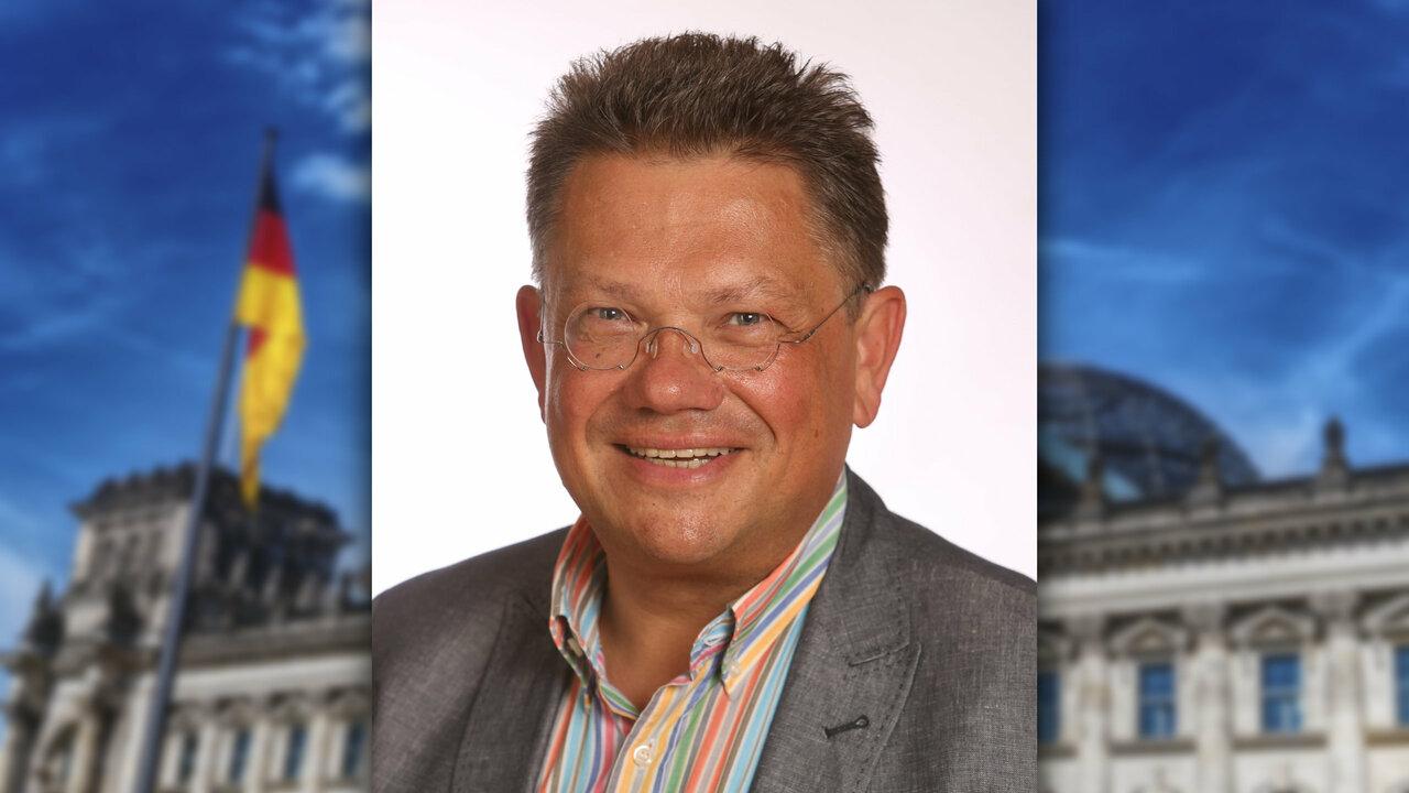 Andreas Philippi vor dem Bundestag