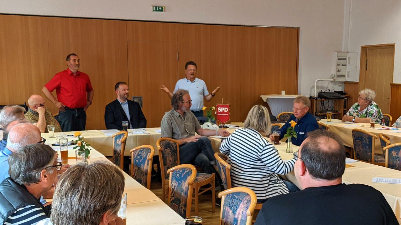 Dr. Andreas Philippi hält sein Grußwort vor der Mitgliederversammlung der SPD Bad Lauterberg.